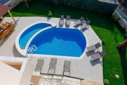 Бассейн. Греция, Скалета : Роскошная вилла с бассейном и зеленым двориком с барбекю, 4 спальни, парковка, Wi-Fi