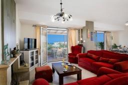 Гостиная. Греция, Скалета : Роскошная вилла с бассейном и зеленым двориком с барбекю, 4 спальни, парковка, Wi-Fi