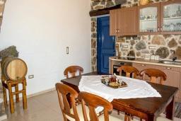 Кухня. Греция, Элафониси : Современная вилла с бассейном и шикарным видом на море, 3 спальни, 2 ванные комнаты, парковка, Wi-Fi