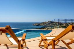 Бассейн. Греция, Элафониси : Современная вилла с бассейном и шикарным видом на море, 3 спальни, 2 ванные комнаты, парковка, Wi-Fi
