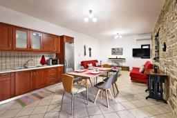 Кухня. Греция, Амудара : Прекрасная вилла с бассейном и джакузи, 2 спальни, барбекю, парковка, Wi-Fi