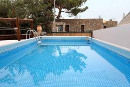 Бассейн. Греция, Амудара : Прекрасная вилла с бассейном и джакузи, 2 спальни, барбекю, парковка, Wi-Fi