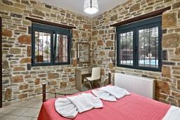 Спальня. Греция, Амудара : Прекрасная вилла с бассейном и джакузи, 2 спальни, барбекю, парковка, Wi-Fi