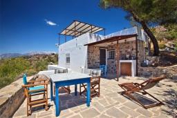 Фасад дома. Греция, Амудара : Уютная вилла с бассейном, джакузи, барбекю, парковкой, Wi-Fi