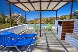 Терраса. Греция, Амудара : Уютная вилла с бассейном, джакузи, барбекю, парковкой, Wi-Fi