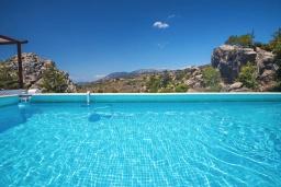 Бассейн. Греция, Амудара : Уютная вилла с бассейном, джакузи, барбекю, парковкой, Wi-Fi