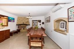 Кухня. Греция, Панормо : Традиционная каменная вилла с бассейном, барбекю и зеленым двориком, 6 спален, 4 ванные комнаты, парковка, Wi-Fi