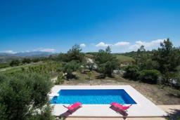 Бассейн. Греция, Коккини Хани : Прекрасная вилла с бассейном и зеленым двориком, 3 спальни, 2 ванные комнаты, парковка, Wi-Fi