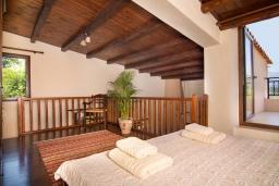 Спальня 2. Греция, Панормо : Уютная вилла с бассейном и зеленым двориком с барбекю, 2 спальни, парковка, Wi-Fi