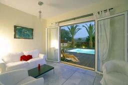 Гостиная. Греция, Ретимно : Роскошная вилла с бассейном и зеленым двориком с барбекю, 5 спален, 2 ванные комнаты, парковка, Wi-Fi