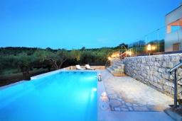 Бассейн. Греция, Ретимно : Роскошная вилла с бассейном и двориком с барбекю, 6 спален, 2 ванные комнаты, парковка, Wi-Fi