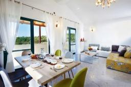 Гостиная. Греция, Ретимно : Роскошная вилла с бассейном и двориком с барбекю, 6 спален, 2 ванные комнаты, парковка, Wi-Fi