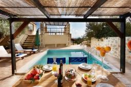 Бассейн. Греция, Превели : Роскошная вилла с бассейном и двориком с барбекю, 2 спальни, 2 ванные комнаты, парковка, Wi-Fi